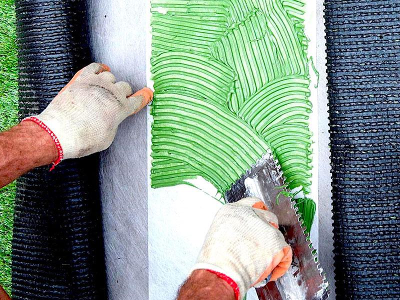 Prodotti per facilitare la posa di tappeti